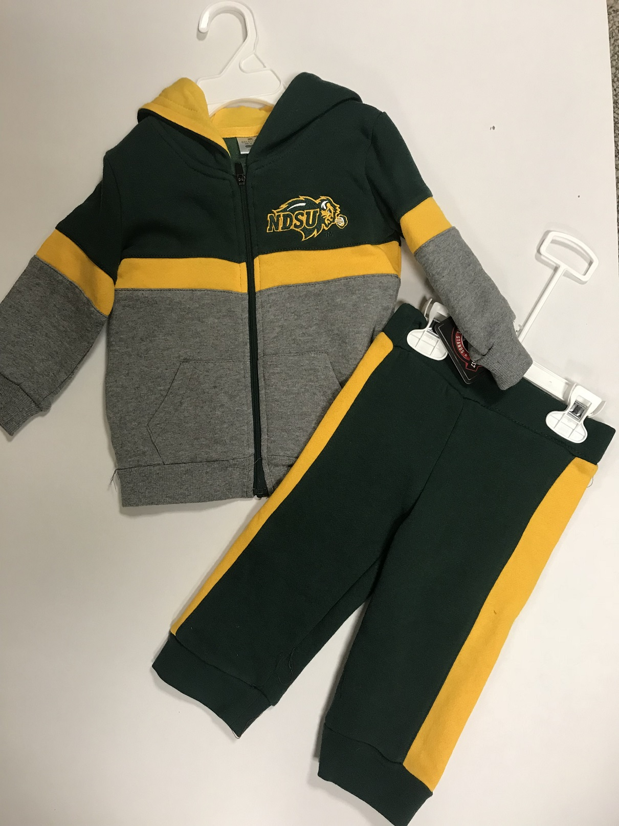 Sweatshirt/Pant Set - Infant by Colosseum